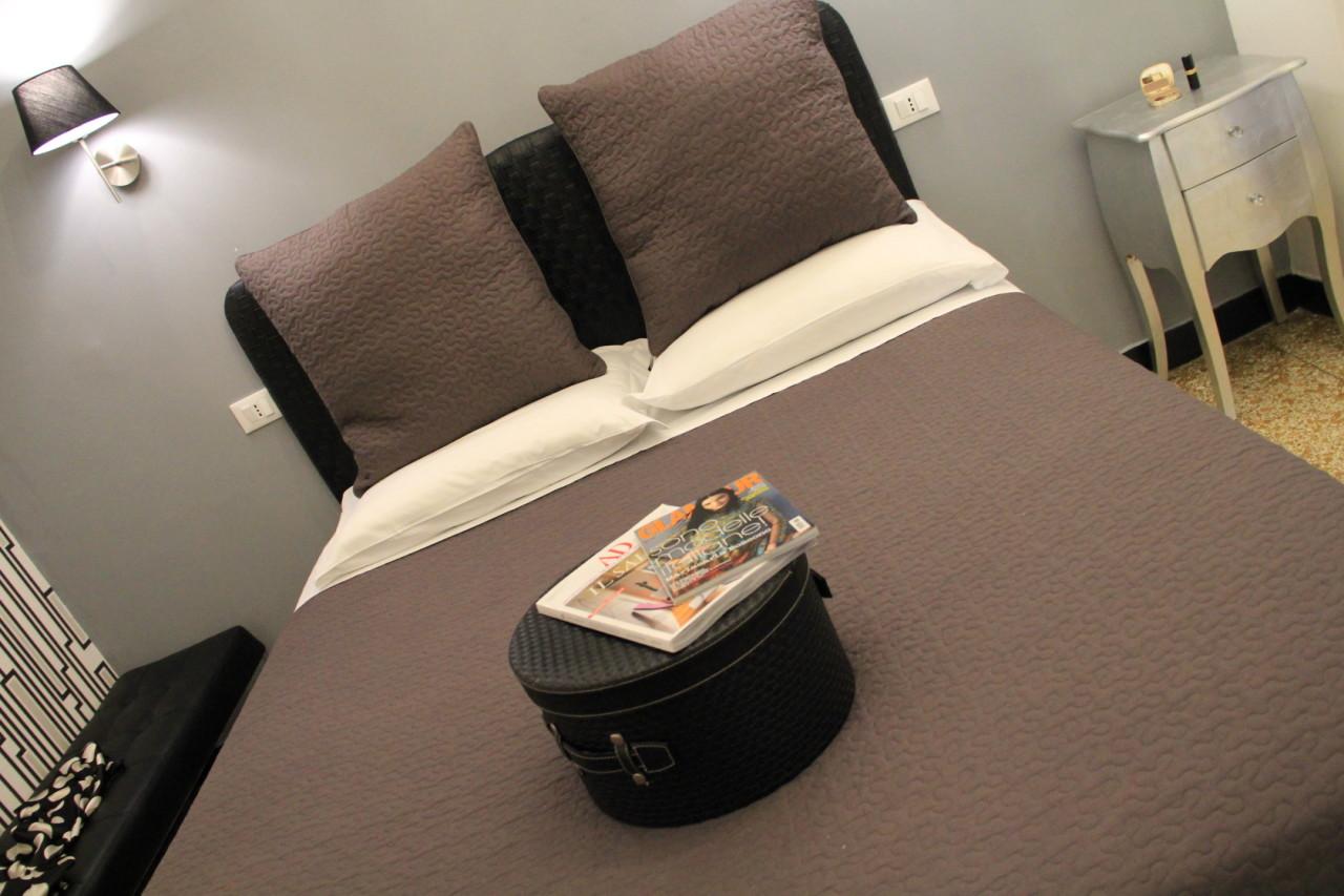 http://www.hotelbologna.genova.it/wp-content/uploads/2014/05/Camera-barocca-11.jpg