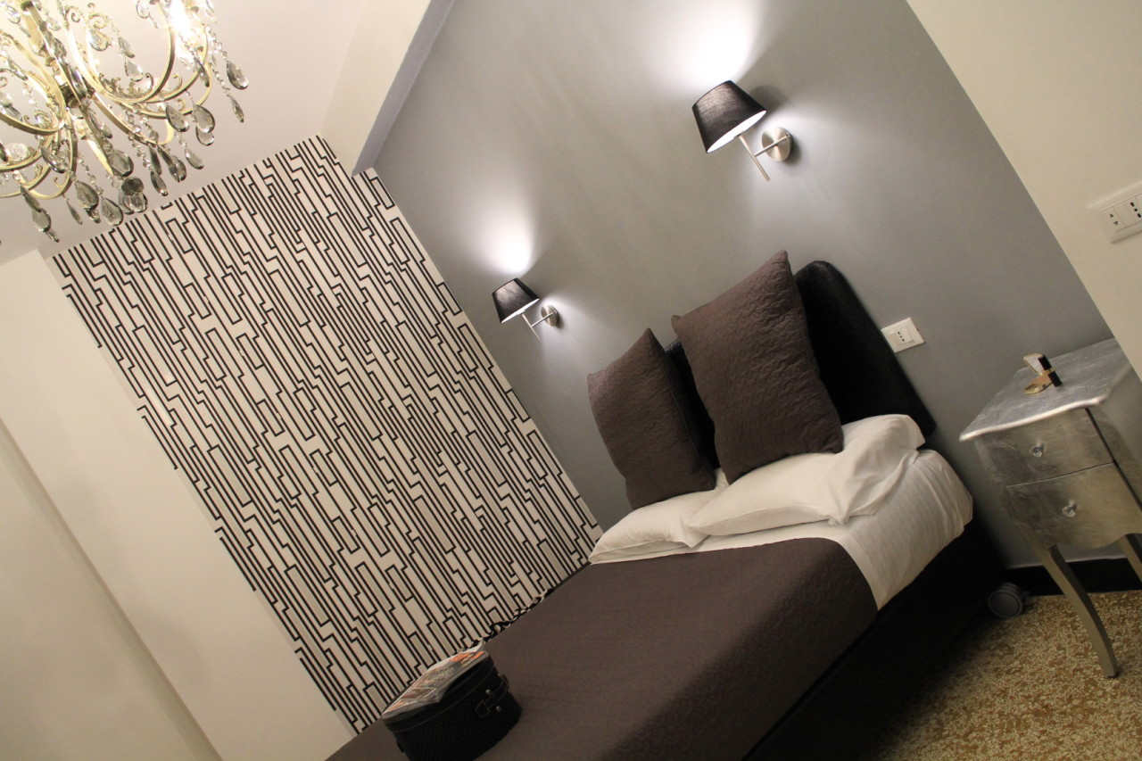 http://www.hotelbologna.genova.it/wp-content/uploads/2014/05/Camera-barocca-88.jpg