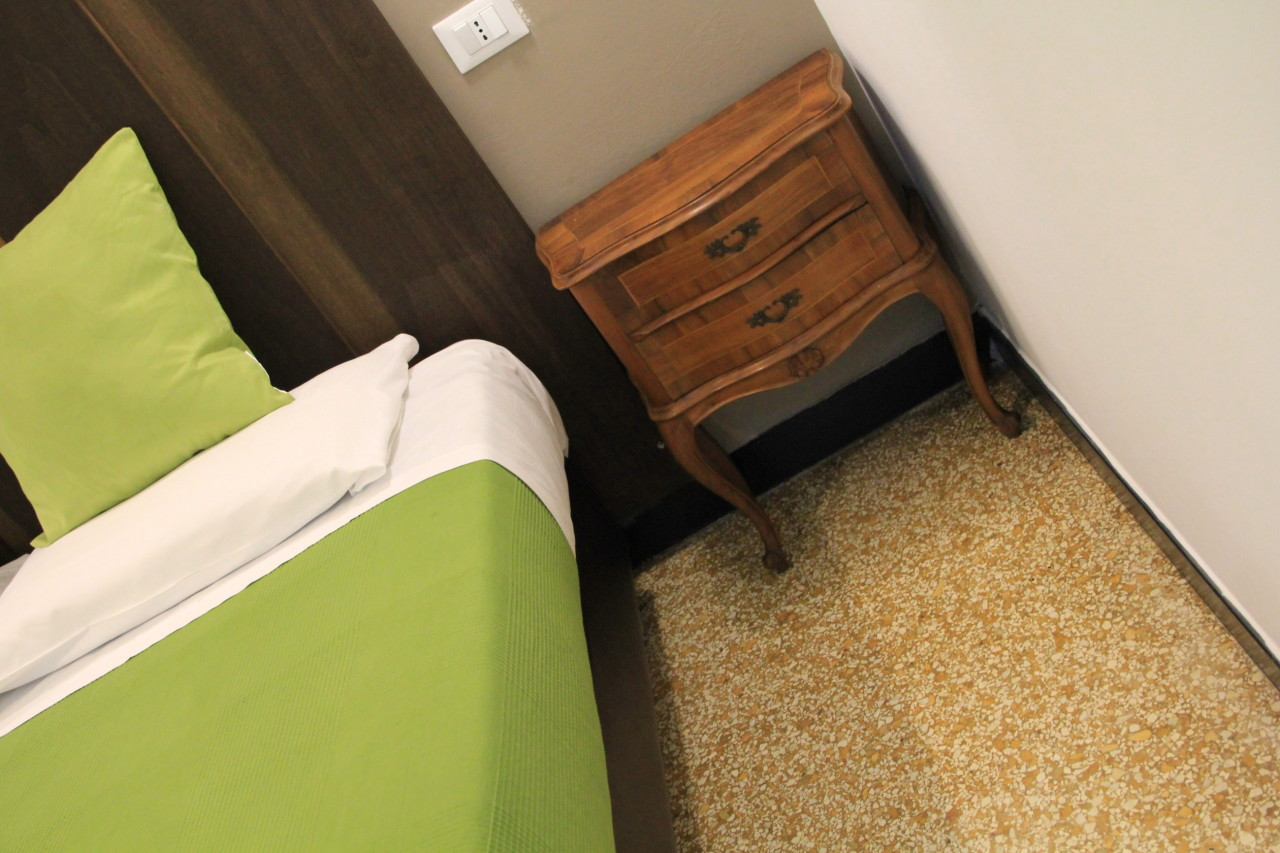 http://www.hotelbologna.genova.it/wp-content/uploads/2014/05/Camera-wood-room12.jpg