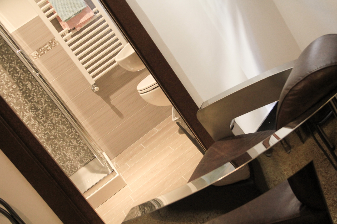 http://www.hotelbologna.genova.it/wp-content/uploads/2014/05/Camera-wood-room8.jpg