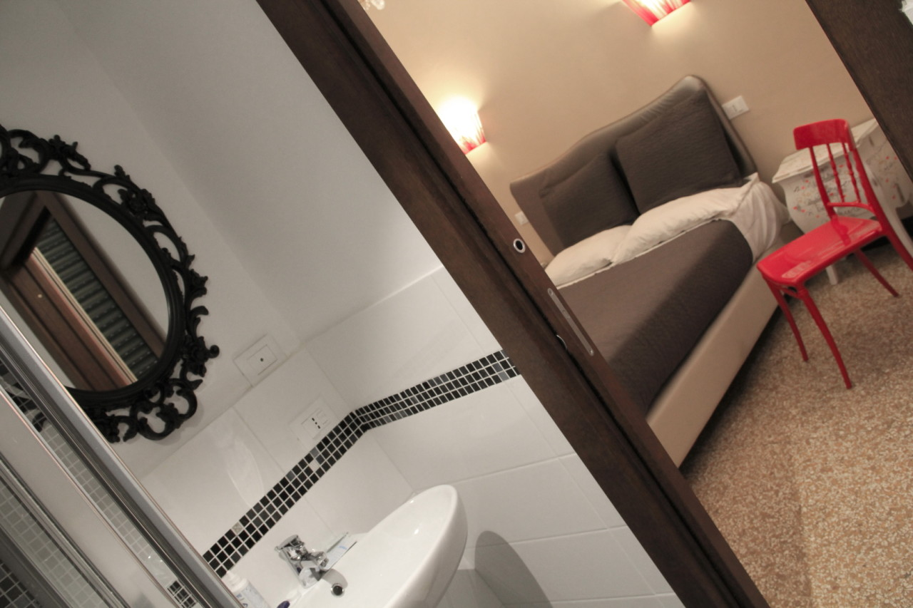 http://www.hotelbologna.genova.it/wp-content/uploads/2014/05/romantic-room15.jpg