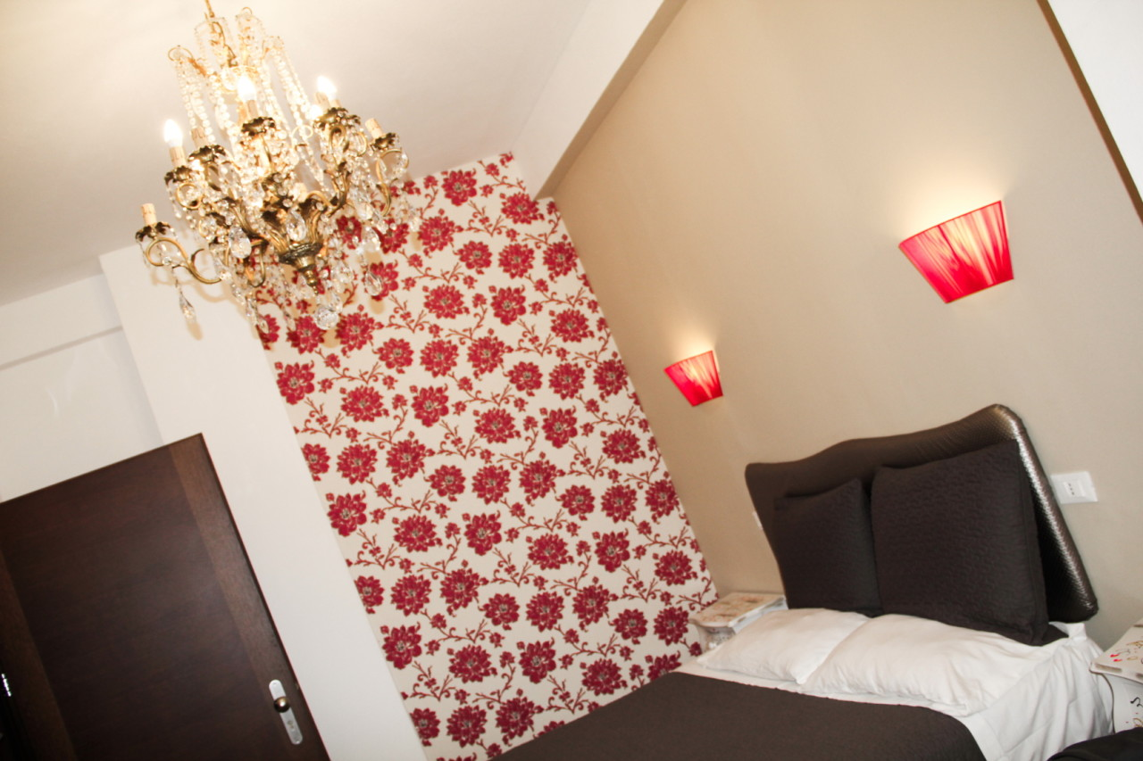 http://www.hotelbologna.genova.it/wp-content/uploads/2014/05/romantic-room18.jpg