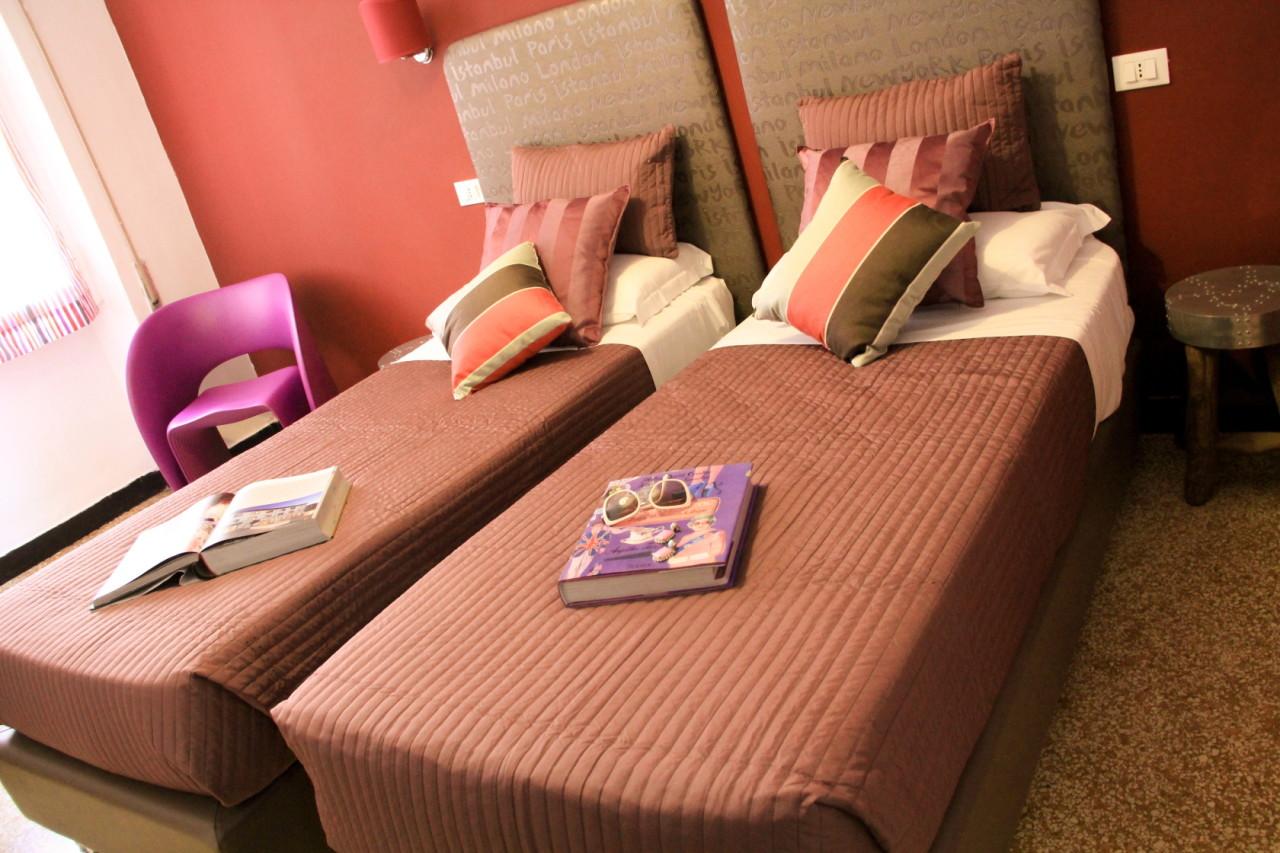 http://www.hotelbologna.genova.it/wp-content/uploads/2014/07/ULTIME-CAMERE003.jpg