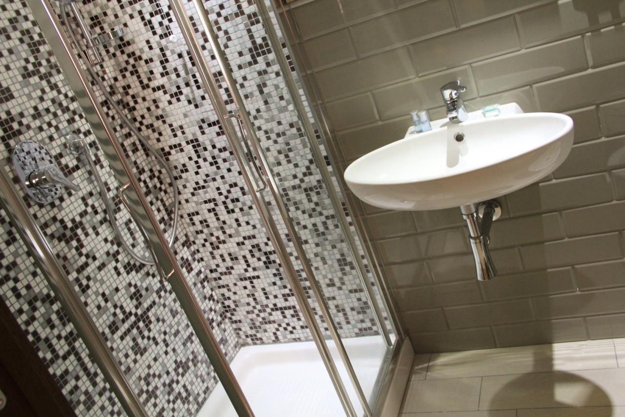 http://www.hotelbologna.genova.it/wp-content/uploads/2014/07/ULTIME-CAMERE009.jpg