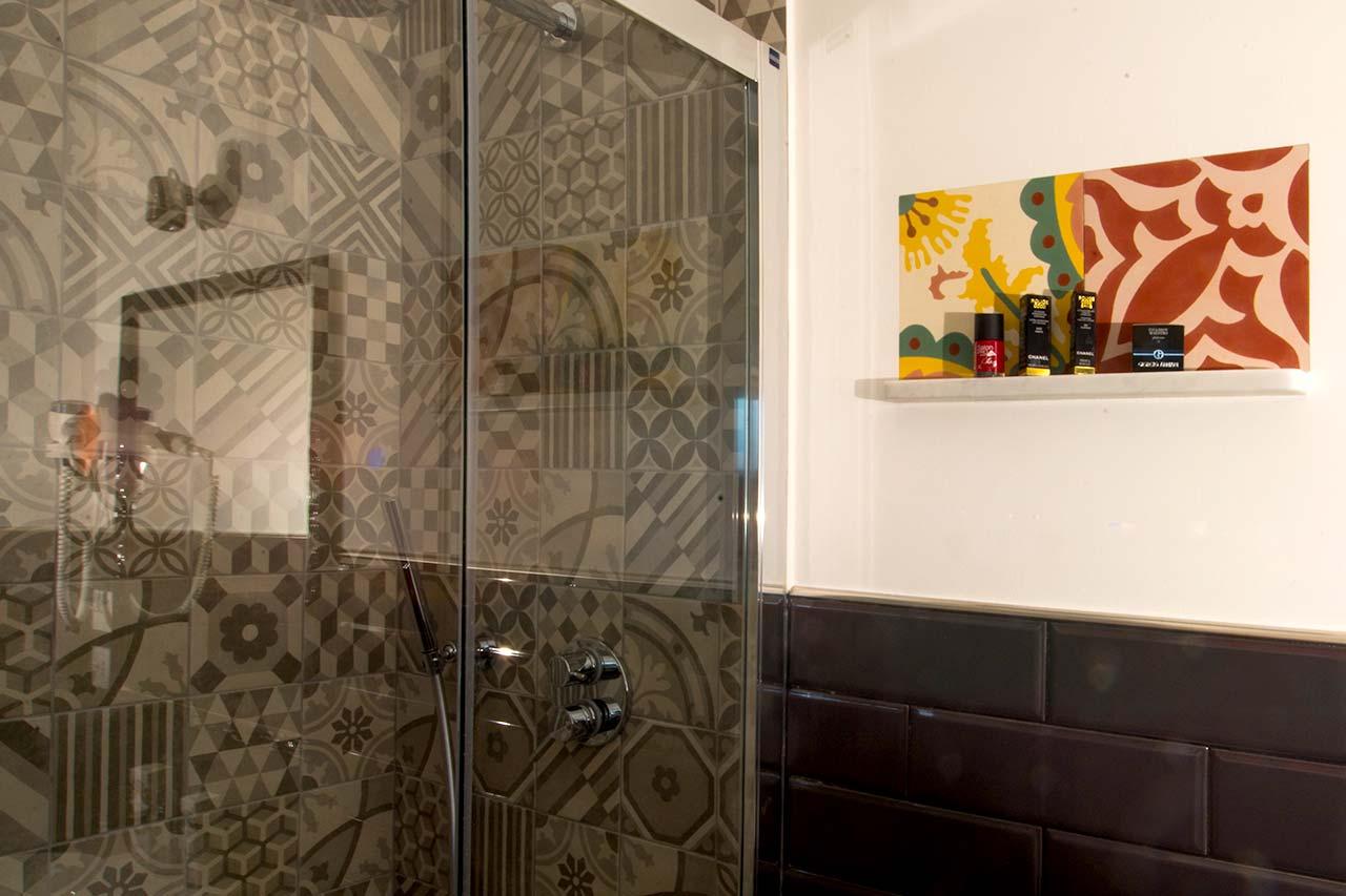 http://www.hotelbologna.genova.it/wp-content/uploads/2017/08/bagno-hotel-moderno.jpg