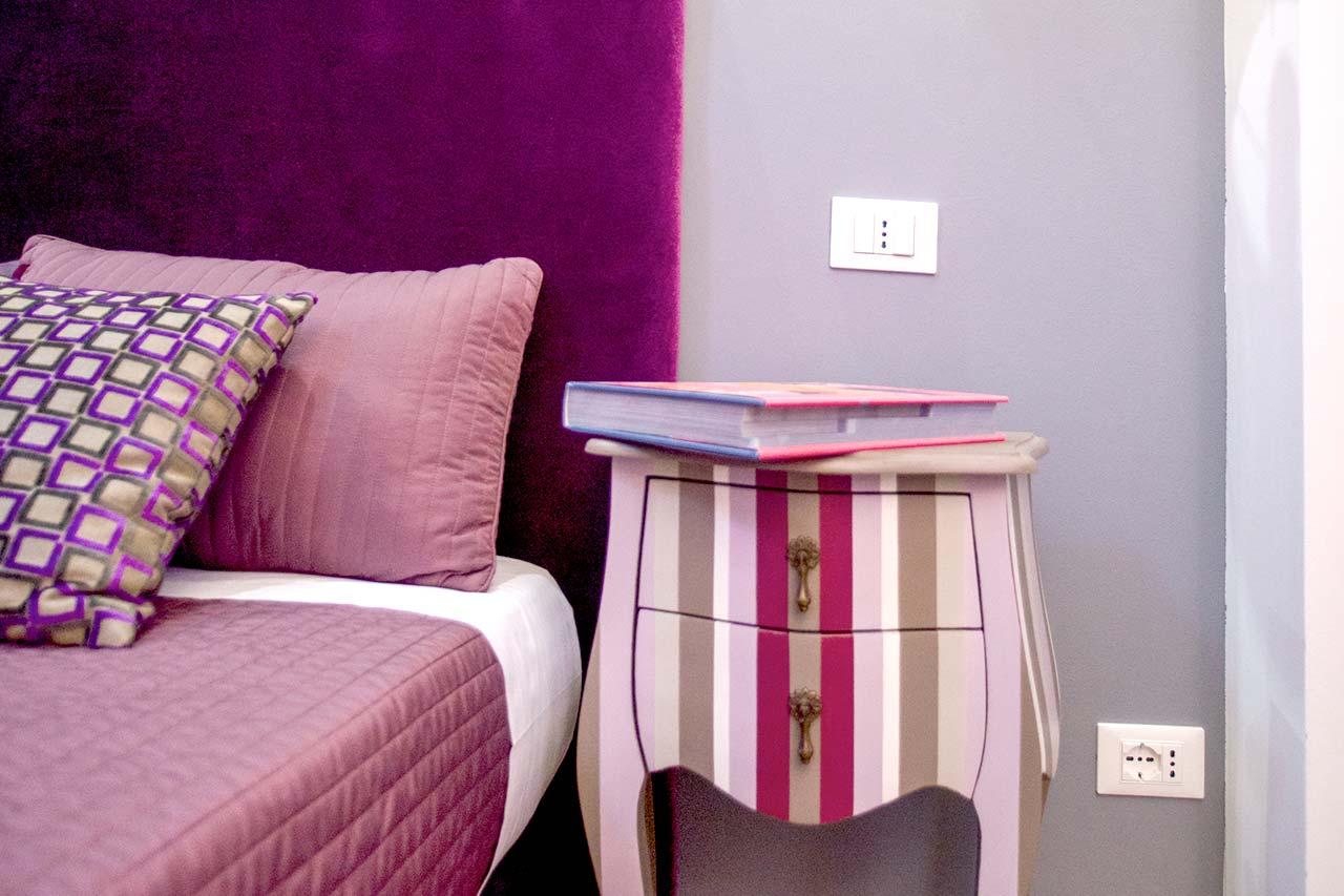 http://www.hotelbologna.genova.it/wp-content/uploads/2017/08/dettagli-stanza-albergo-genova.jpg