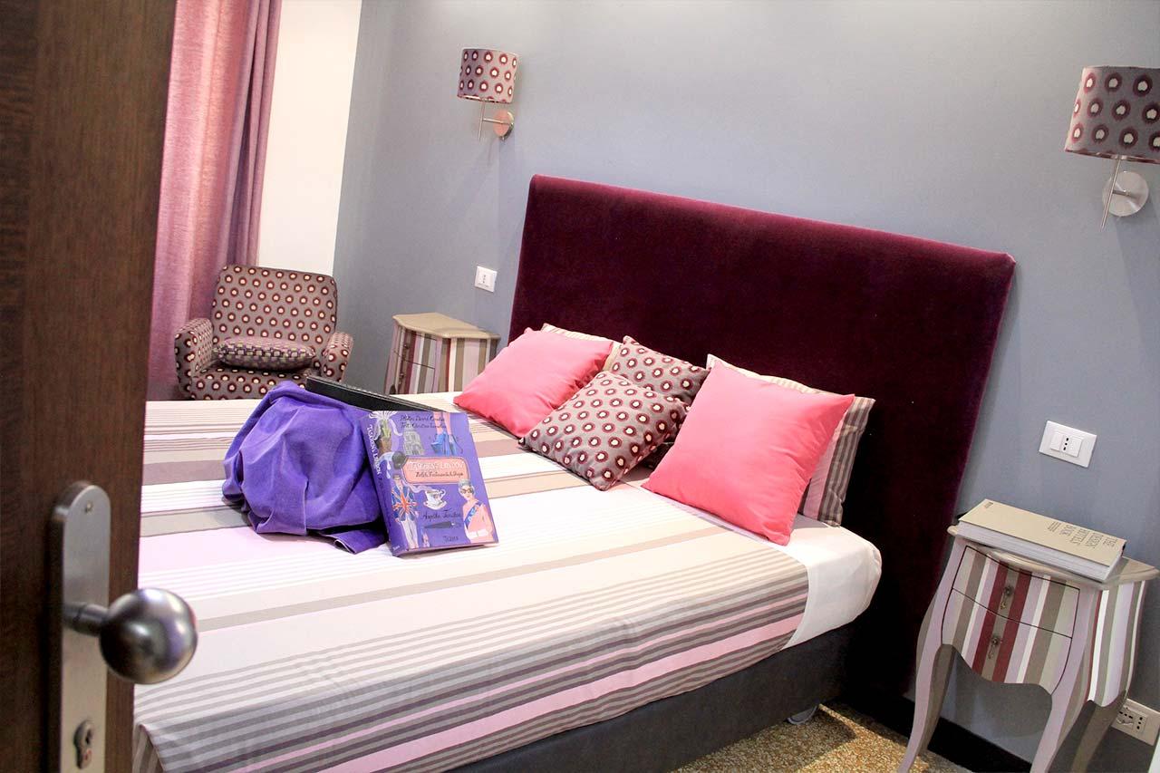 http://www.hotelbologna.genova.it/wp-content/uploads/2017/08/hotel-stanza-doppia.jpg